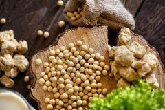 De hoogste boon van de menings gezonde soja op houten achtergrond Stock Foto's