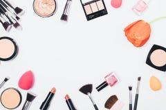 De hoogste decoratieve cosmetischee producten van meningsvrouwen stock afbeelding