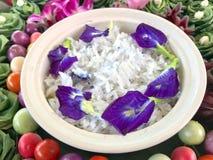 De hoogste mening kookte of stoomde witte jasmijnrijst stock foto's