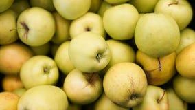 De hoogste mening van de appelenoogst voor voedseltexturen Appelen in supermarkt stock foto