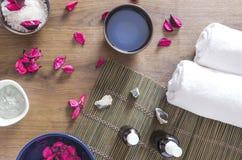 De hoogste mening van cosmetischee producten en andere vullen voor schoonheidsbehandelingen bij de gezondheid en schoonheidsclub royalty-vrije stock afbeeldingen