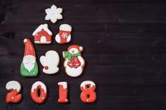 De hoogste mening van Kerstmisboom maakte van peperkoekkoekjes op houten achtergrond, exemplaarruimte Nieuwjaar 2018 prentbriefka Royalty-vrije Stock Foto's
