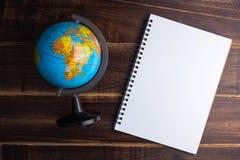 De hoogste mening van Leeg notitieboekje Witboek en de bolwereld brengen op bl in kaart stock foto's