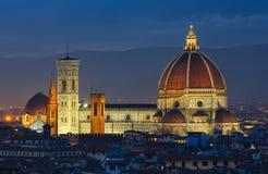 De hoogste mening van nachtflorence (Italië) royalty-vrije stock foto's