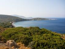 De hoogste mening van Plaka-strand, Tilos-eiland Stock Foto