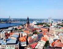 De hoogste mening van Riga van de oude stad stock afbeelding