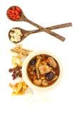 De hoogste mening van varkensvlees scheurt duidelijke soep met Chinese kruiden stock afbeeldingen