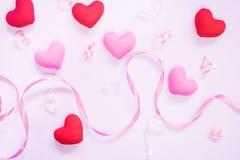 De hoogste mening van vlakte legt model met romantische Romantische decoratie, S Royalty-vrije Stock Fotografie
