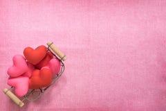 De hoogste mening van vlakte legt model met romantische Romantische decoratie, S Stock Fotografie