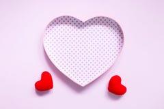 De hoogste mening van vlakte legt model met romantische Romantische decoratie, S Stock Afbeelding