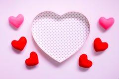 De hoogste mening van vlakte legt model met romantische Romantische decoratie, S Royalty-vrije Stock Afbeelding