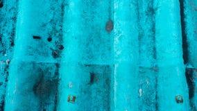 De hoogste tegels van het menings blauwe dak sluiten omhoog textuurachtergrond stock fotografie