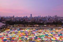 De hoogste van de de nachtmarkt van de meningsstad bovenkant van het de kleurendak veelvoudige Stock Afbeelding