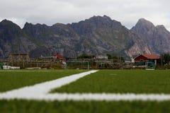 De Hoogte van de Henningsvaervoetbal - Lofoten-Eilanden, Noorwegen Stock Afbeeldingen