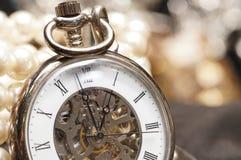 De hoogwaardige toebehoren van de Gemmensteen, Gouden Horlogetoestel Royalty-vrije Stock Foto