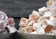 De hopen van fruit-op smaak gebrachte Turkse Verrukkingslokum in Mahane Yehuda brengen in de war Royalty-vrije Stock Foto