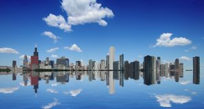 De horizon en de bezinning van Chicago Stock Afbeeldingen