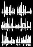 Stadshorizon en Silhouetten Stock Foto's