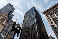 De Horizon Torenhoge die Gebouwen van Boston van onderaan op zonnige dag blauwe hemel worden gezien Royalty-vrije Stock Fotografie