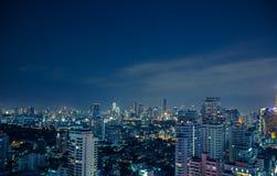De horizon van Bangkok bij nachtpanorama Royalty-vrije Stock Fotografie