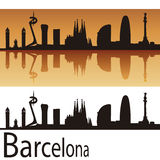 De Horizon van Barcelona op oranje achtergrond Royalty-vrije Stock Afbeelding