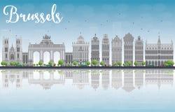 De horizon van Brussel met Overladen gebouwen van Grand Place en reflec stock illustratie