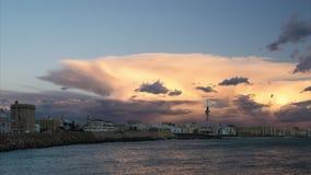 De Horizon van Cadiz onder Cumulonimbus de Time lapse van Spanje stock videobeelden