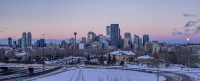 De horizon van Calgary bij zonsopgang Royalty-vrije Stock Afbeeldingen