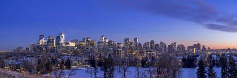 De horizon van Calgary ` s bij zonsondergang Stock Fotografie