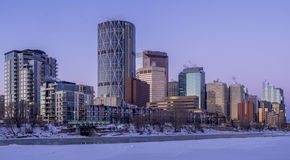 De horizon van Calgary ` s bij zonsopgang Stock Fotografie