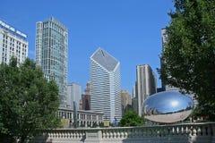 De horizon van Chicago met boonbeeldhouwwerk Stock Foto
