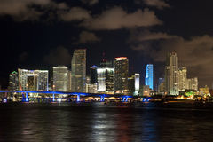 De horizon van de de stadsnacht van Miami Stock Afbeelding
