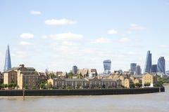 De Horizon van de Londonsstad, zoals die van Canary Wharf wordt bekeken Stock Afbeelding