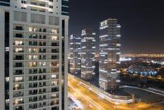 De horizon van de nachtstad in Jachthavendistrict, Doubai Royalty-vrije Stock Fotografie