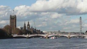 De horizon van de riviertheems van Londen stock video