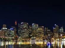 De horizon van de schathaven in centraal Sydney Australië bij nacht Royalty-vrije Stock Afbeelding