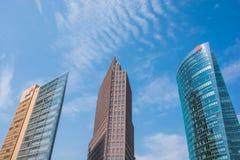 De Horizon van de stad Omhoog het kijken downtown Stock Afbeeldingen