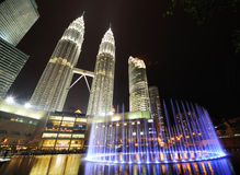 De horizon van de stad van Kuala Lumpur, Maleisië. De TweelingTorens van Petronas. Royalty-vrije Stock Foto