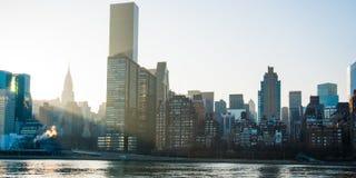 De Horizon van de Stad van New York langs Rivier Stock Fotografie