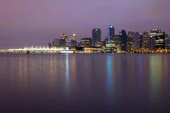De Horizon van de Stad van Vancouver BC in Dawn Stock Fotografie