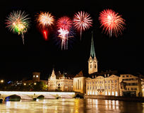 De horizon van de Stad van Zürich bij nacht Royalty-vrije Stock Afbeeldingen