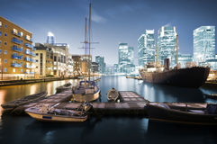 De Horizon van de Werf van de kanarie bij Schemering Royalty-vrije Stock Foto's