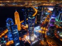 De horizon van Doha bij nacht, Qatar stock fotografie