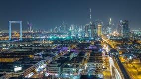 De horizon van Doubai met de mooie lichten van het stadscentrum en Sheikh Zayed-verkeernacht timelapse, Doubai, Verenigde Arabier stock videobeelden