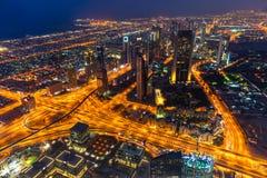 De horizon van Doubai verlicht omhoog, de V.A.E Royalty-vrije Stock Afbeelding
