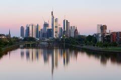 De horizon van Frankfurt in Duitsland Royalty-vrije Stock Afbeeldingen