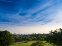 De horizon van Frankfurt, Duitsland, van Lohrberg wordt gezien die Royalty-vrije Stock Fotografie