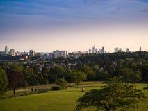De horizon van Frankfurt, Duitsland, van Lohrberg wordt gezien die Stock Fotografie