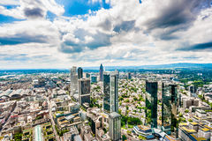 De horizon van Frankfurt-am-Main met dramatische wolken, Hessen, Duitsland Royalty-vrije Stock Foto's