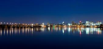 De Horizon van Harrisburg bij Nacht Stock Foto